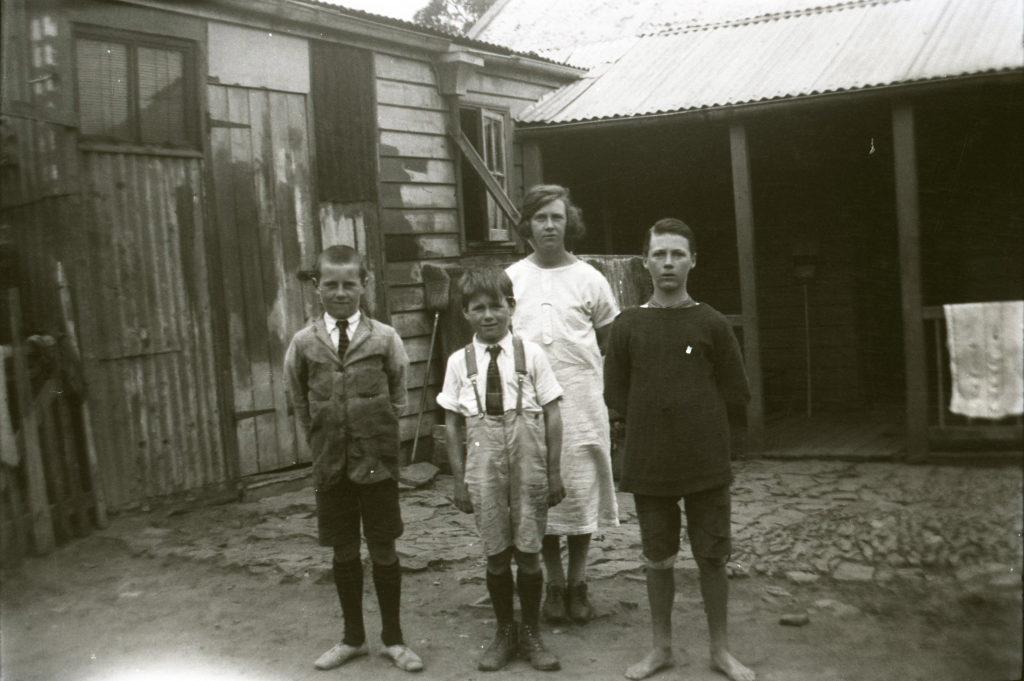 Unknown children Illford?