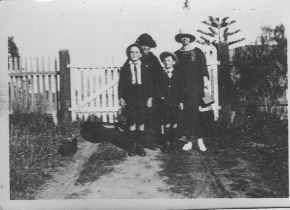 Calala side gate with Lawson, Bob Slapp, Grandma Fraser & Grace Slapp
