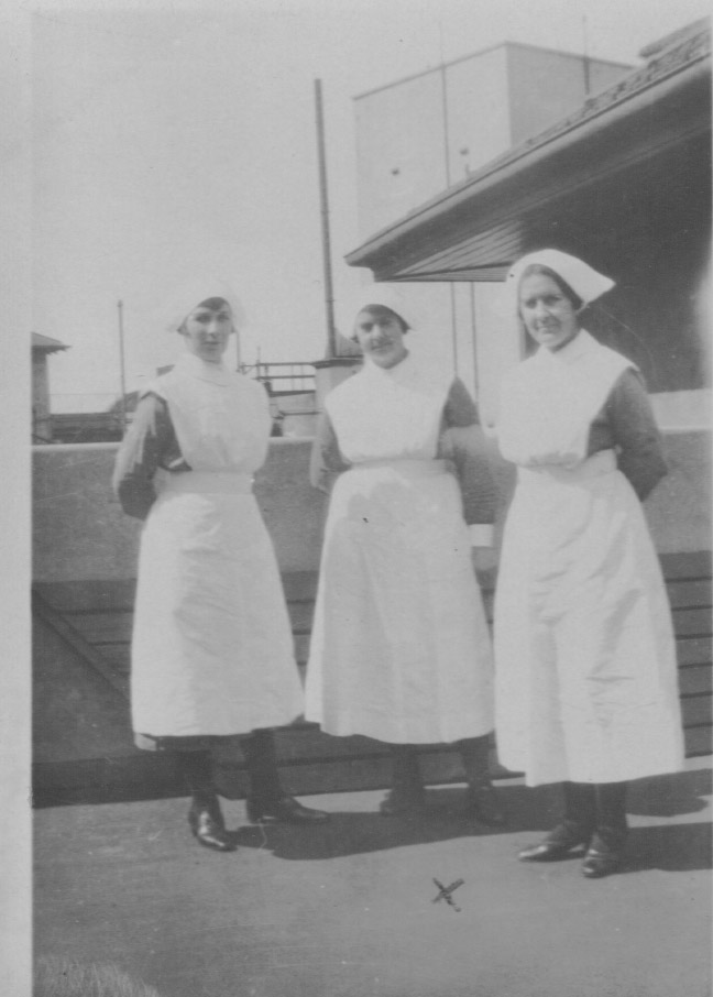 Nurse Grace Slapp (centre)